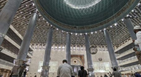 Indonesia's Istiqlal Mosque Reopens for Friday Prayer