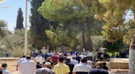 Around 45,000 Muslims Perform Friday Prayers at Al-Aqsa Despite Being Intimidated