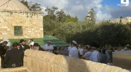 Hundreds of Jewish Settlers Enter Al-Aqsa Courtyard to Hold Ritual