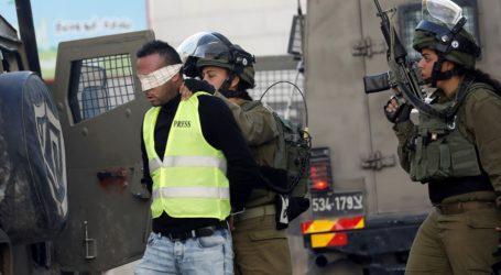 Israeli Occupation Forces Arrest Palestinians in West Bank