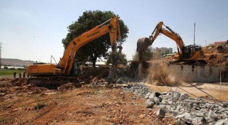 Israeli Forces Demolish Palestinian House Under Construction in Hebron