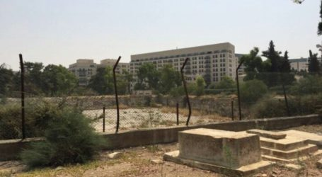 Grand Mufti Warns American Zionist's Violation Against Muslim Cemetery in Jerusalem