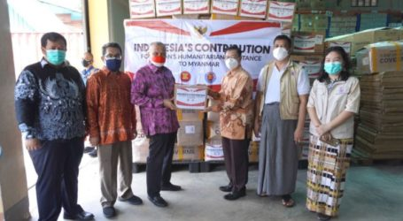 Indonesia Hands Over Humanitarian Aid to Myanmar