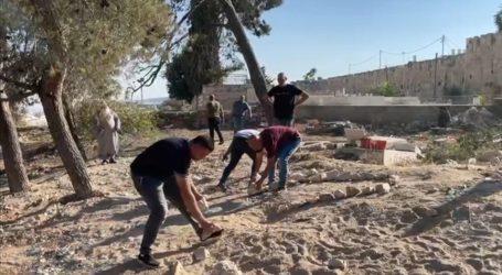 Israel Razes Muslim Grave in East Jerusalem Cemetery